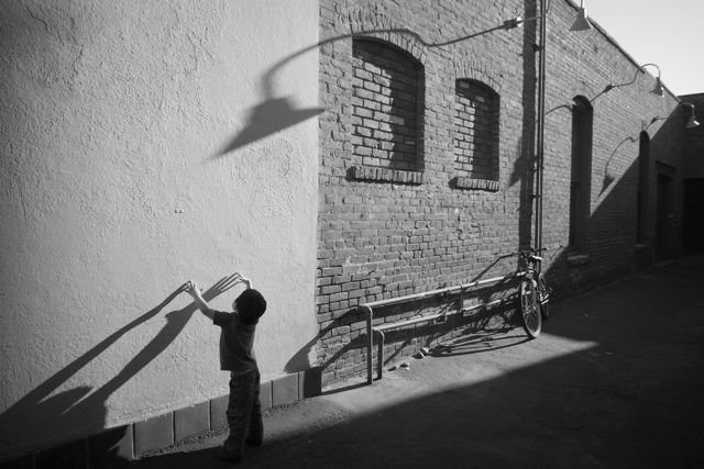 B&W Version: Street Photography with Sony NEX-7 and Voigtlander 15mm F4.5